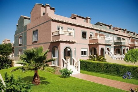 New release on this popular development - selling fast! New updated release limited availability..... Model Eagle 2 bedroom 2 bathroom townhouses – Key ready … selling fast With major re investment now taking place in this Murcian golf r...