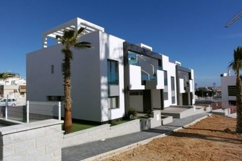 Here we have a selection of luxury 2 bedroom apartments in the attractive residential area of El Raso - Guardamar Del Segura. The apartments (New Build) are contemporary in design and will be built using the best quality of materials and craftsmanshi...