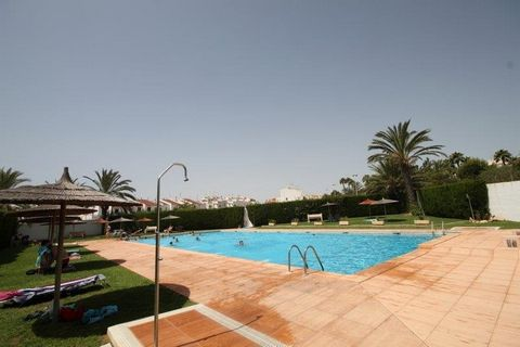 Torreveija, Costa Blanca. Great 2 bedroom apartment on 2 floors. 1 bathroom ad 1 guest toilet. The apartment has a large terrace for enjoying the Spanish climate. The kitchen was recently refurbished. The large communal gardens offer 3 pools. Next to...