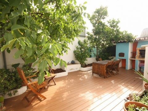 This family home is located in a quiet residential area and near the beach of Faro. The house is very well designed and all interior finishes are of great quality and taste.