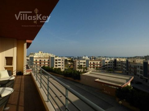 Magnificent apartment in gated community with pool. A privileged view over the sea and the Marina. Capacity for four people. Apartment with everything you need to have the best vacation of your life.