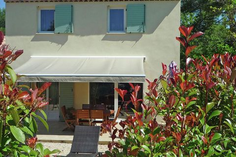 This beautiful building with 3 semi-detached holiday homes is located on a beautiful and quiet 5000m2 property. Each house is completely private and has its own terrace and little garden. The centre of Montauroux (1 km) and Callian (1 km) are at walk...