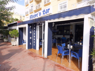 This very busy bar is situated in a prime location in the most popular tourist area of the Orihuela Costa. The premises, which offers views of the beautiful coastline comprises of an outside terrace with a covered indoor terrace, leading into the spa...