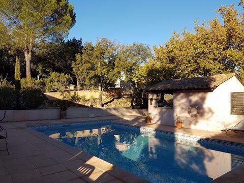 Coup de cœur assuré pour cette grande et belle villa authentique de 240 m2 sur plusieurs niveaux. Vous découvrirez un style provençal emprunté au style rustique. Au rez-de-chaussée, vous ne resterez pas indifférents avec son intérieur lumineux aux te...