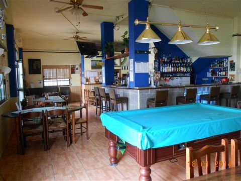 Commercial Property leasehold: Very cozy sport and family bar restaurant in a side street of Los Abrigos. The owners are in front of the business since about 10 years and made a very good clientele It has a good size for any kind of activities, such ...