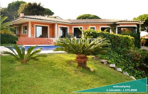 Gorgeous and luxury house with swimming pool, great garden, terrace, mountain views, garage and 5km to the beach in exclusiveresidential area in Santa Cristina d'Aro.