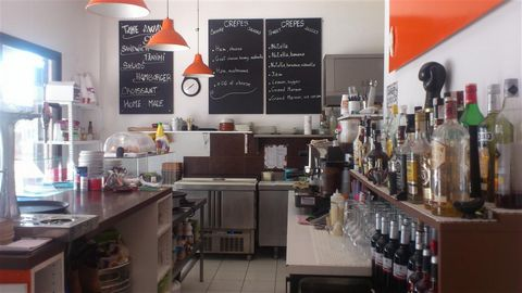New on the market is this snack/creperie which is located in an extremely busy commercial center in Los Cristianos which is popular with residents and holiday makers all year round. Opposite there are a 270 appartment building, shops and offices and ...