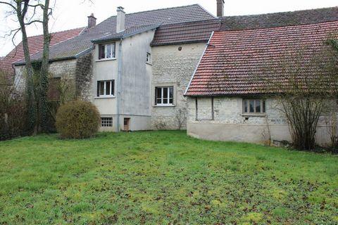 MERREY SUR ARCE Centre ville, House 4 Room (s) 80 m², Land 810 m², 2 Bedrooms.