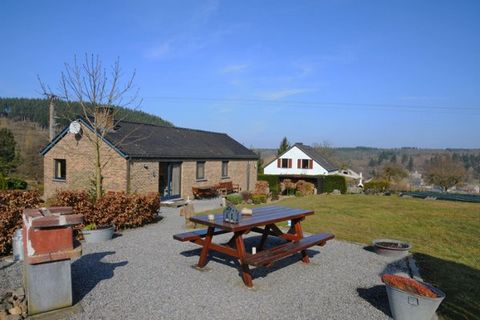 Nice recent same level bungalow for 6 persons set on a hillside of the village Hampteau (Hotton), close to the Ourthe. Living room with sitting and eating area (sattellite TV: TV Vlaanderen, dvd, wood stove,free wireless internet connection), open eq...