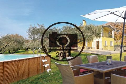 Bright and cosy ndependent house with pool in Genzano di Roma, nice town in the heart of the Castelli Romani, only 26 km from the seaside. The large front porch is equipped with a BBQ and table for alfresco dining. All the rooms on the ground floor h...