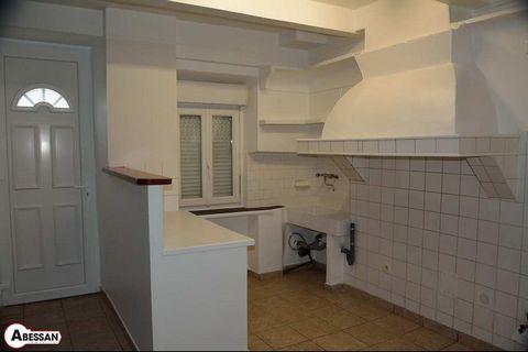 HERAULT (34) PREMIAN A LOUER T4 DUPLEX dans maison de village entièrement rénovée, trois chambres, salle d'eau avec WC, séjour avec coin cuisine vide, aucun extérieur, ni cave, ni garage. SURFACE HABITABLE LOI BOUTIN 67.92 m². Loyer: 400.00 € par moi...