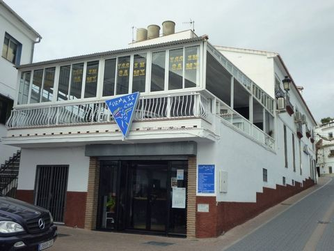 Business & large apartment A unique opportunity to obtain two well established businesses and a family home all in one. Currently a successful gymnasium on one floor, bar on another floor and home on the top floor. Having been open for ten years the ...