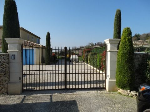 Beautiful house built in 2007, located 10 minutes from Montelimar, 7 km to the south of Valencia motorway with an exceptional view, not overlooked and on a wooded and fenced 3000m. 230m2 habitable surface with 8 rooms including 6 bedrooms (2 on the g...