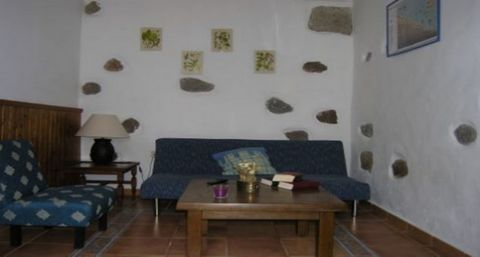 The house in Agüimes has 1 bedrooms and has capacity for 2 people. The house is cozy, is ample, and has 45 m². It is located 1 km from the sand beach, 0,30 km from the supermarket, 10 km from the airport. The house is situated in a well connected nei...