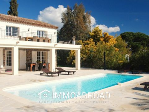 Fully renovated villa in Provencal style, located in the exclusive domain Les Virgiles. 4 bedrooms and 3 bathrooms and with a large heated pool of 4 x 10 with a maximum depth of 1.80 meters, and outdoor shower. Thevilla is fitted with all modern eq...