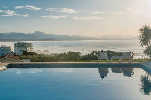 Located in the middle of a 2 hectares of garden, the apartments (FAP052-054) of the residence, very close to the ocean, are ideally located only 300m away from the mythical beach of Marbella. With its exceptional position, the residence allows you to...