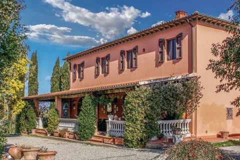 Elegant independent holiday house with private pool 2 km from Crespina (Pisa). Well decorated and with a large fenced garden, the house has an access road with trees. The house is surrounded by country houses producing wines, which can be tasted in t...