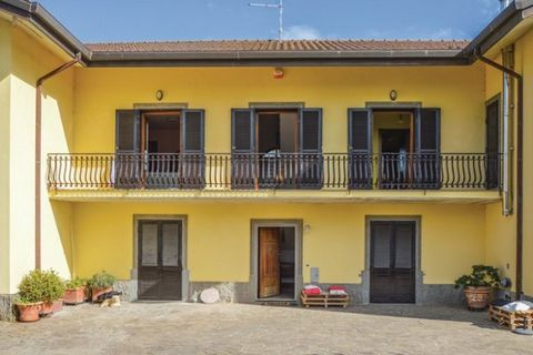 Spacious and pleasant apartment on the first floor of a villa in the countryside of Marino, south east of Rome and 30 km from the coast of Lazio. The apartment offers a panoramic view of Rome in the distance and the Roman countryside. For shared use:...