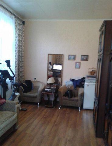 Предлагается просторная теплая комната 19,4 м. в 3-х к. малонаселенной квартире. Дом расположен во дворе. Комната в отличном состоянии, места общего пользования в среднем состоянии, все чисто. Соседи в одной комнате, мать и взрослый сын. Во дворе дет...