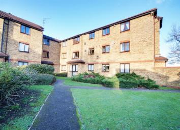 Detailed DescriptionA larger than average studio apartment in Ealing. The property is in excellent condition throughout and comprises a spacious living room with semi open plan bedroom area, separate fitted kitchen and a tiled bathroom. Further benef...