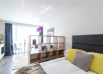 Located on the outskirts of Leeds city centre Clarendon Quarter is a stunning new development that seamlessly combines old and the new with this former school building conversion. Period features remain with large arched windows and high ceilings. Ju...