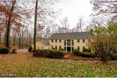 Six Serene Acres On A Private Lane Envelope This Lovely Colonial in Oakton*Generous-Sized Rooms W/Fresh Paint in Lr, Dr, Office, & Upper Level Bdrms/Baths*Hardwoods & Neutral Carpet*Well-Maintained Systems Offer Carefree Maintenance For Years To Come...