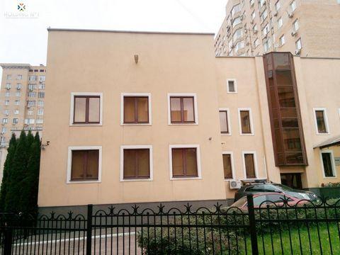 Продаю Особняк в тихом месте на Ленинградском проспекте. 747 м2. 2 этажа + цоколь. Построен в 2000г. Шикарный ремонт, гранит, массив дерева, итальянская мебель. Гараж, бассейн, сауна, две оружейных комнаты, бильярдная комната. Своя огороженная террит...