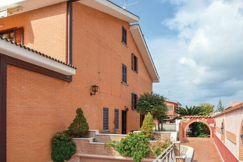 Holiday apartment on the ground floor of a two-family house, 900 from the sandy beaches of the seaside resort Torvaianica on the Lazio coast. Covered, equipped veranda for outdoor dining, barbecue. Large shared garden with the owner, who lives in the...