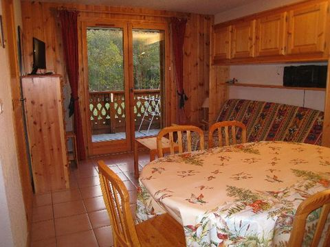 The residence l'Eterlou is located in very calm area, it has got 2 builds on 3 floors without lift. It is situated 800m from Contamines Montjoie centre, and all of its shops and 1.2km from ski lift. It is outside private parking and possibility payin...