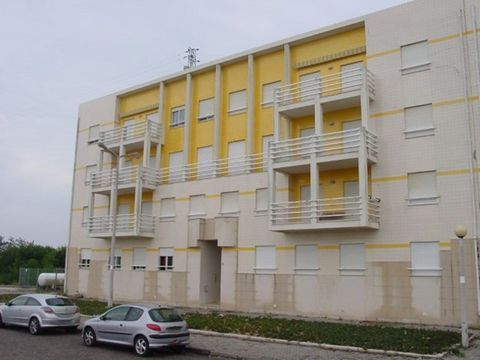 Apartment T2 R / C with garage. Composed of 2 rooms, full bathroom, kitchen and living room. Garage for 1 car. The magnet level ser sold furnished and equipped kitchen. It is located in Baltimore (south) a few meters from the river and the Mar.Encont...