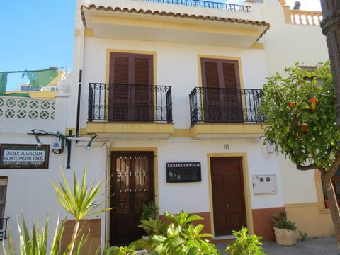 This property, located in the heart of Calpe town centre, is a very good business opportunity.With the perfect location, walking distance to the beaches and all of the amenities, this property offers lots of potential. Consists of an 83m2 restaurant ...