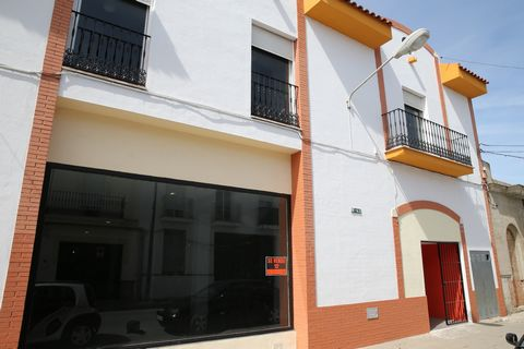 800.000€ Sale Great Local in Huelva Granada Commercial premises for sale or rent Nestled in the municipality of San Juan del Puerto , belonging to the coastal province of Huelva , of which only about 10 Km far and adjacent to the emblematic known Col...