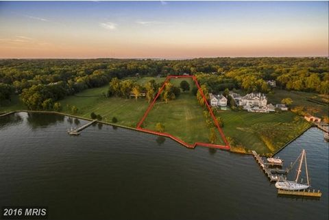 This premier 6 acre waterfront lot w/sweeping views of Duvall Creek & the scenic South River offers endless possibilities. It's the perfect setting to build your luxury waterfront estate & live out your water lover's dream with breathtakingly beautif...
