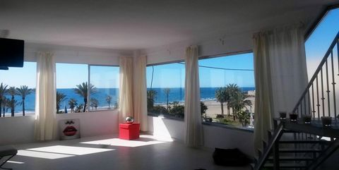 PROPERTY FOR SALE in MARBELLA 1st line of the sea, 120 m² (100 m² 1st floor, 2nd floor 20 m²) + large terrace ATICO 300 m². The property has large windows that offer panoramic views of the sea. It has a bathroom with hot water, air conditioning, doub...