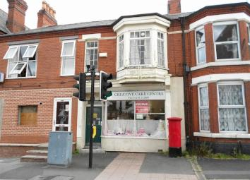 An established well proportioned cake decoration shop located on the main High Street which takes you straight into Crewe town centre. Being offered for sale with business premises and generous one bedroomed apartment above. Having gas central heatin...
