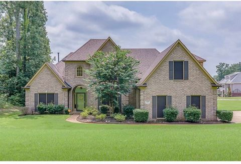 Stunning home that sits on over 1/2 acre on a corner lot. It has 4BR/3.5BA (2 BRs down). Space galore that is open and airy. Separate LR/DR, Hearth room, 2 Gas fireplaces, Large kitchen with breakfast bar, separate breakfast nook and double ovens. Bo...
