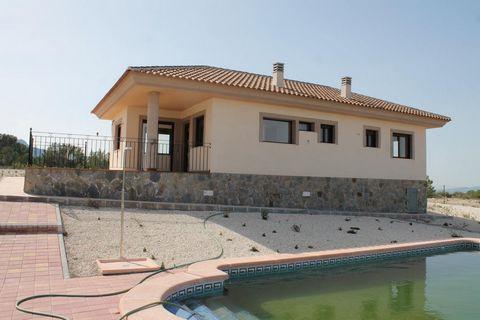 Chaletindependiente de nueva construcción en La Zarza, Murcia, con 3 dormitorios, 2 baños y una superficie de 110m². También tiene una terraza, una piscina, aire acondicionado preinstalado, una cocina abierta, una despensa, un salón-comedor, una dep...