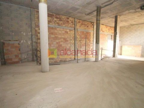Commercial property in Sa Pobla de 118 square meters. This place is rough and has two heights. It is in an area of easy access and parking. #ref:45128