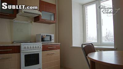 Sublet.com перечисляя квартиру комнаты удостоверения личности 2443329. уютную 1. евро типа. 2 места спать. 35m2. центральная часть. двойник и софа, стол, польностью furnitured кухня, TV, утюг & утюживя доска, ливень