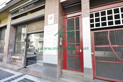 230.000€ Sale office for sale in Las Palmas Las Palmas de Gran Canaria Office for sale in Las Palmas in Calle Senador Castillo Olivares, building with elevator and parking space for two cars. Community fees € 71 per month. For more information ask ab...