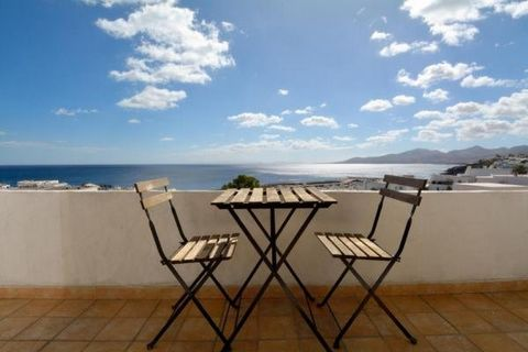 Beautiful apartment located in Puerto del Carmen next to the old town with a stunning sea views of puerto del carmen and Fuerteventura, the apartment is perfect for couples with one bedroom, free wifi, 1 bathroom, terrace with sea views, kitchen full...