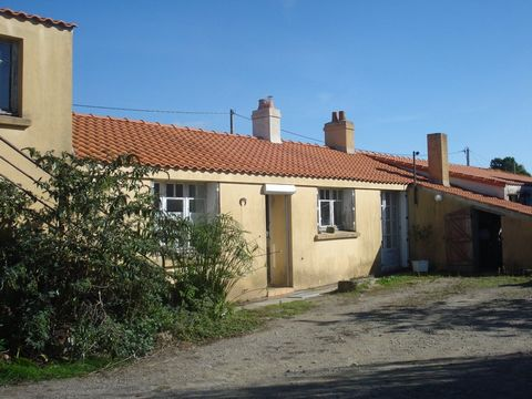 STE PAZANNE proche bourg, House 4 Room (s) 78 m², Land 25000 m², 3 Bedrooms.