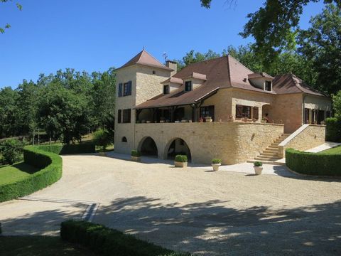Cahors Centre ville, Maison de caractère 9 Room (s) 280 m², Land 8000 m², 5 Bedrooms, Fitted kitchen
