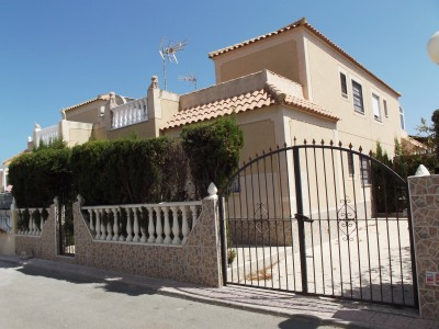From our La Siesta sales office we are proud to offer this beautiful, cheap, bargain 3 bedroom villa located in Paraje Natural 4, close to Torrevieja, Los Montesinos, and Ciudad Quesada. The Villa is entered via either double gates into the driveway ...