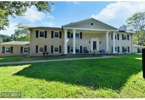 Located On A Tranquil 5 Acre Lot With Towering Trees, This Property Is Absolutely Perfect For The Equestrian! The Spacious 5Br + 3Ba Brick Home Overlooks The Beautiful Grounds W/Riding Ring, 5 Barns, A Tack Room, Feed Room, Hay Round + Indoor Heated ...