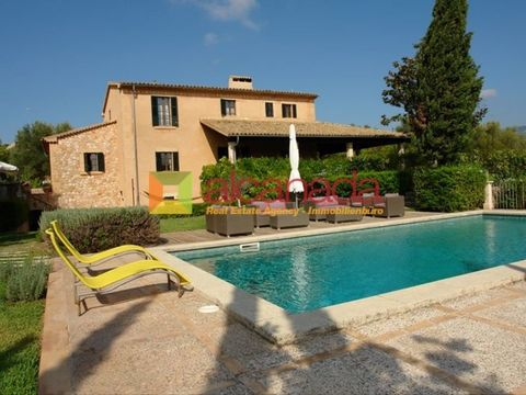 Country house for sale in Campanet, Ullaro, Majorca. This rustic, high-standing villa is of Majorcan style, with a surface area of 390 sqm constructed on a plot of 15.000 sqm. The property offers beautiful panoramic views of the countryside. The main...