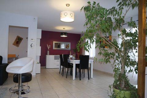 ST GERMAIN DU PUY Centre ville, House 6 Room (s) 151 m², Land 755 m², 5 Bedrooms.