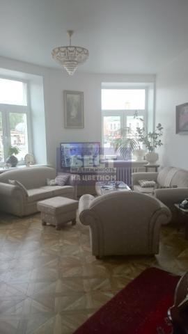 Продается Четырехкомнатная квартира в историческом центре Москвы в 2 минутах пешком от метро Кропоткинская. Дом 1926 года постройки, с закрытой территорией (въезд через шлагбаум) . Общая площадь 90 квадратных метров, жилая 62 кв.м. В квартире сделан ...