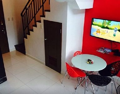 Located just walking distance; 1-2mins away from the famous Greenbelt shopping mall! Loft has cable tv and wireless internet access for you to enjoy. Rates: nightly-weekend - from 68 to 68 USD