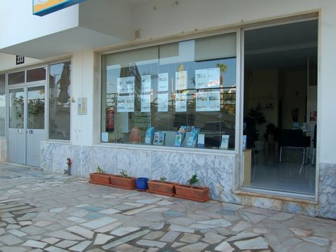 Located at the busy walking promenade of Quarteira, right in front of the beach, this shop offers many business opportunities. Surrounded by restaurants, bars, supermarkets and holiday apartments it draws a lot of passage of holiday makers.